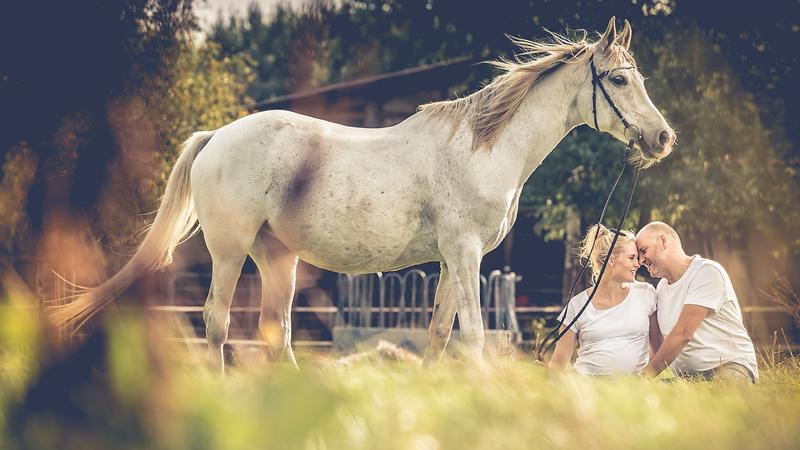 paar-mit-pferd